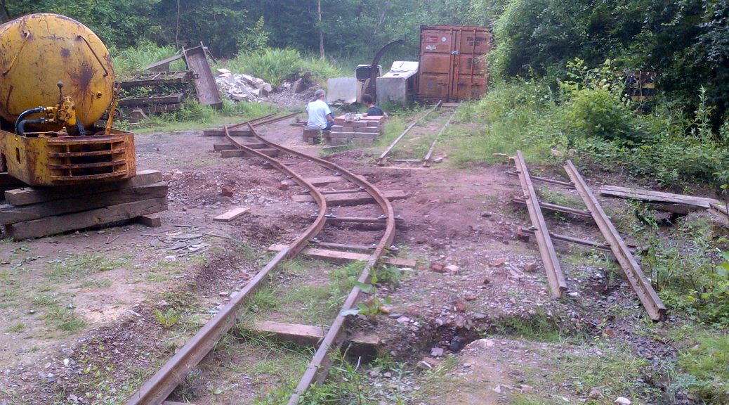 Temporary track onto the mine tip