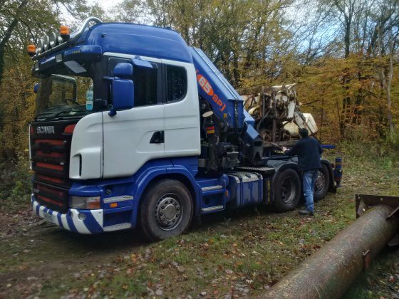Eimco 24 arrives on Hiab tractor unit